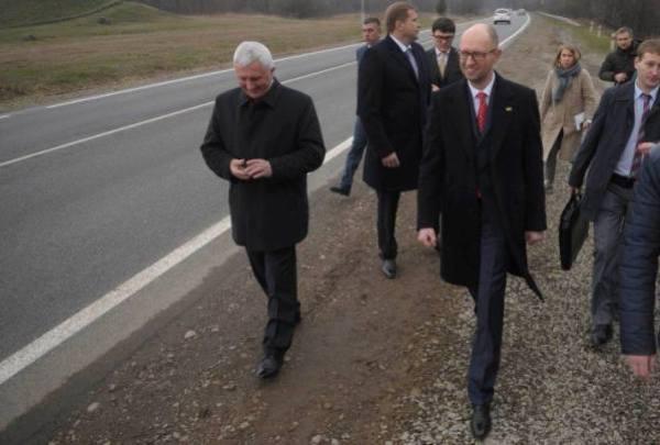 Після трьох днів протистояння і скандалів БПП та Народний фронт поділили Кабмін