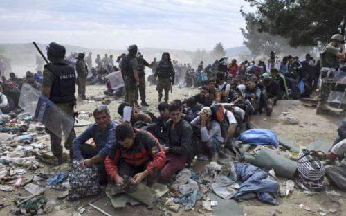 Терорист путін засипає Євросоюз біженцями і фальшивими євро