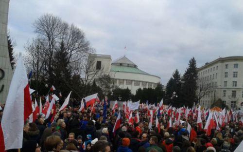 Тисячі людей у Варшаві та інших польських містах протестували проти нового уряду