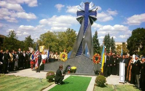 У США відкрили й освятили перший пам'ятник Небесній сотні і всім Героям України