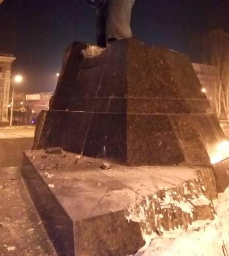 Українські партизани підірвали пам'ятник леніну в окупованому Донецьку