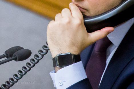 Гройсман закуповує для айфонних депутатів інтернет за 15 мільйонів і секретними цінами на обладнання