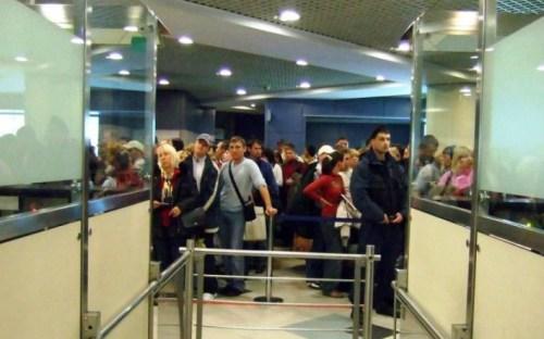 Митники та прикордонники в європейських аеропортах надмірно прискіпливо перевіряють українців