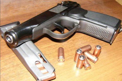 Українці турбуються про свою безпеку і хочуть вільно купувати і носити вогнепальну зброю