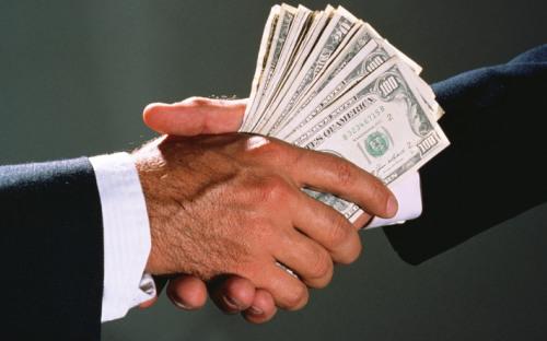 Корупціонери заслуговують того, щоб їх кидали в море з каменем на шиї