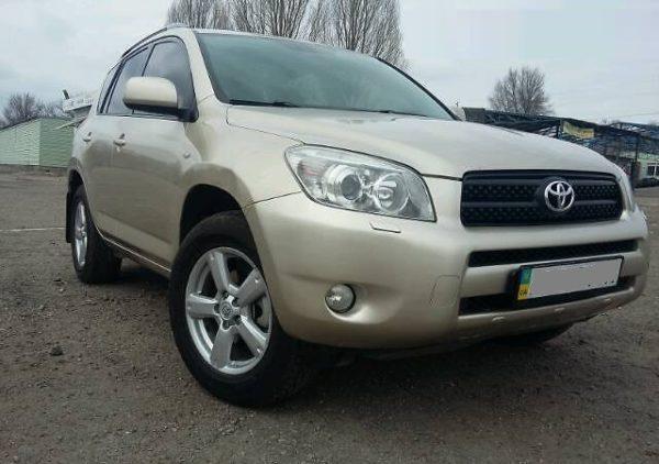 Продаю Toyota RAV4 2008 года, одна хозяйка, родной пробег всего 60 тыс. км., не бит, не крашен